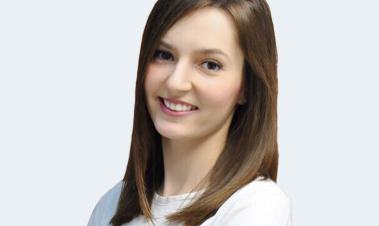 Стоматолог Львів відбілювання зубів професійна гігієна чистка зубів лікування карієсу зубів художня реставрація